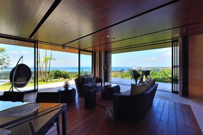 碧い海を一望 邸宅貸切のラグジュアリーリゾート