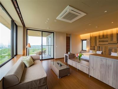 ベージュや淡い茶色で統一された明るい部屋「CHURA(ちゅら)」