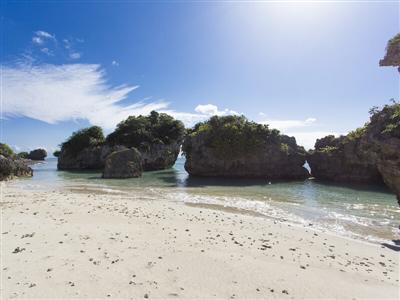 天然ビーチにサトウキビ畑…。沖縄の自然に囲まれたプライベートな空間
