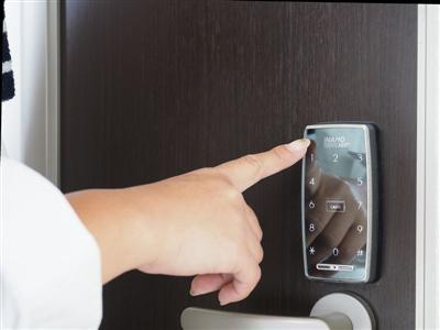 部屋の解錠はスマートロックで。万全のセキュリティー
