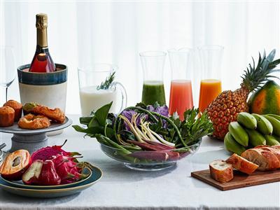 豊かな大地が育んだ、たっぷりの野菜や果物、ハーブを取り入れた朝食