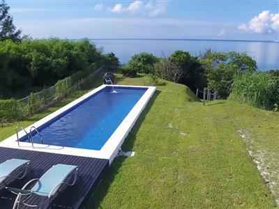 2無料で利用できる長さ10mの屋外プールを完備