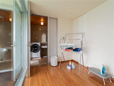ランドリースペースや洗濯乾燥機もあり長期滞在にも最適