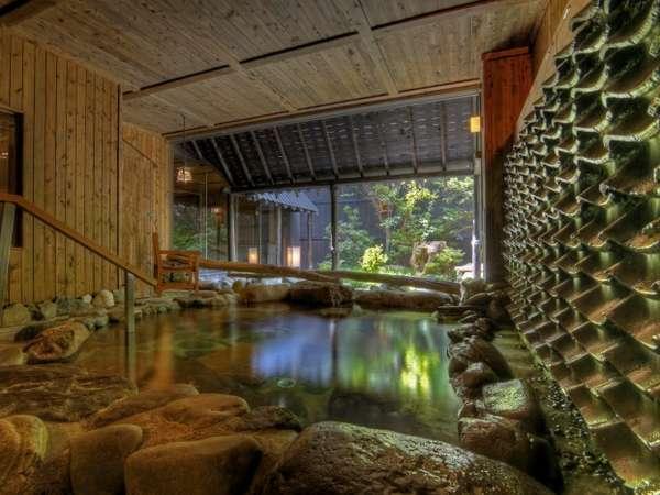 壱の湯の露天風呂からは庭を一望できる
