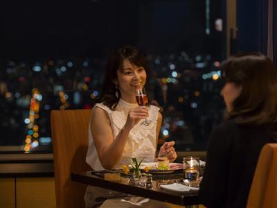 夜景においしい料理、おしゃべりを楽しむ母娘旅
