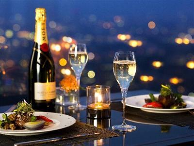 フルコースディナーと日本・新三大夜景を楽しむ贅沢タイム