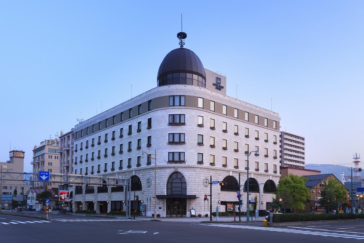 小樽運河沿いに立つ総大理石造りのホテル