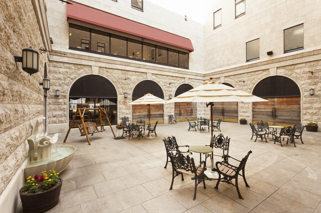 大理石でできた贅沢な空間パティオ。フリースペースでゆったり過ごせる