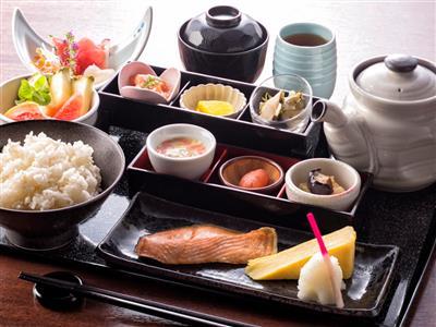 朝食は、その日の気分で和食か洋食の好きな方を