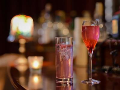 オリジナルカクテルや北海道の銘酒が楽しめるバー