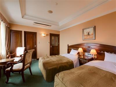 客室内はクラシカルな雰囲気で、ゆったりとした空間