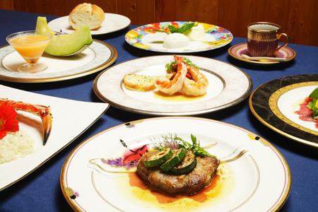 ニセコ周辺で収穫される四季折々のお野菜や魚介をふんだんに使用した夕食