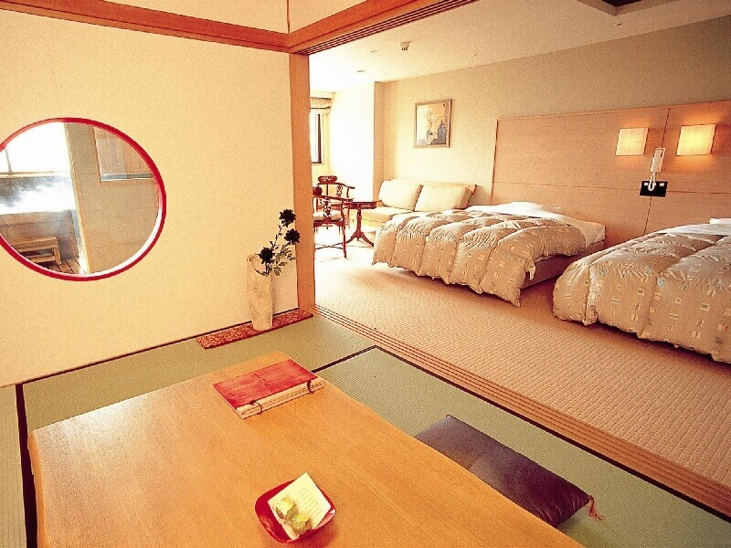 個室温泉や露天風呂がついた特別室もある