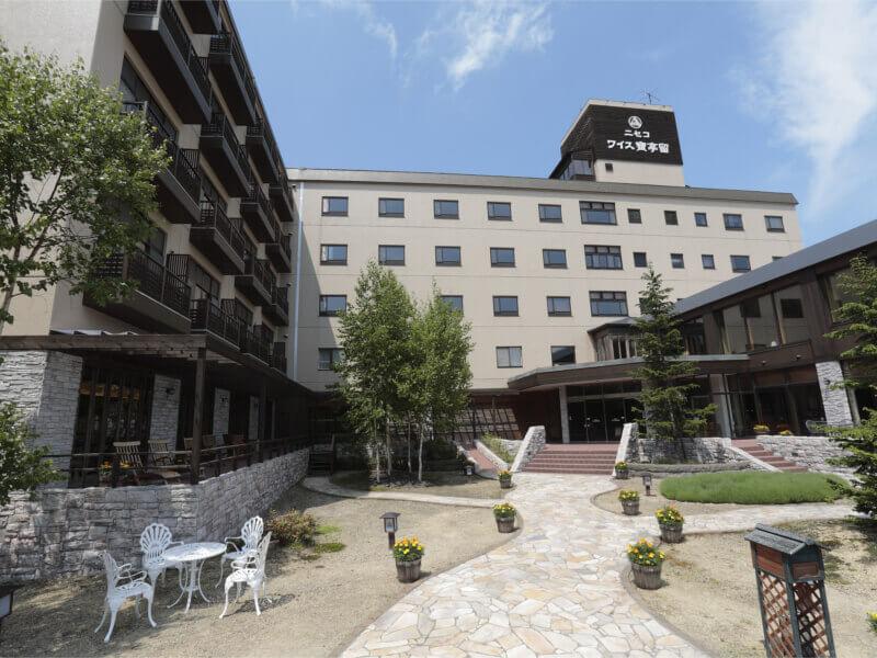 ニセコの喧騒から離れた山間の静かなホテル