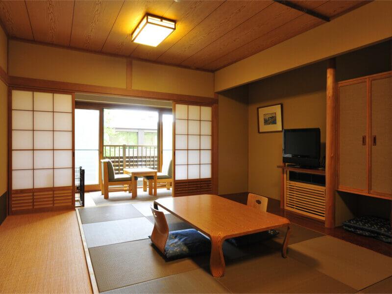 清潔感のある落ち着いた雰囲気の客室