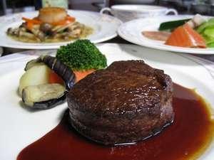 フルコースディナー1例として、メインが北海道産牛ヒレ