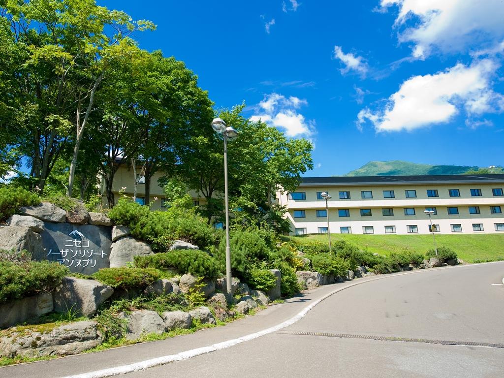 エリアトップクラスのデザイナーホテル。源泉かけ流し露天あり