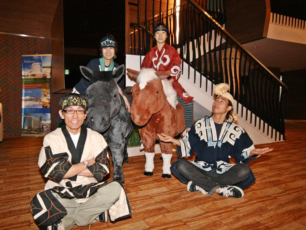 館内では本格的なアイヌ民族衣装を着ての記念撮影も行っています。