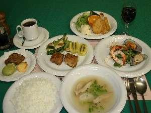 夕食は道内産素材をつかった北欧風料理