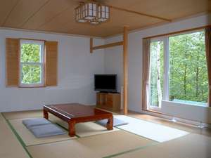 畳の上でゆっくりできる和室もあります
