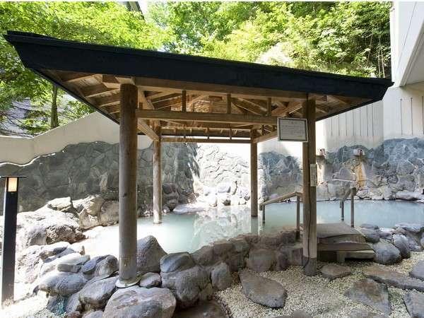 名湯につかりながら四季の移り変わりを満喫できる露天風呂
