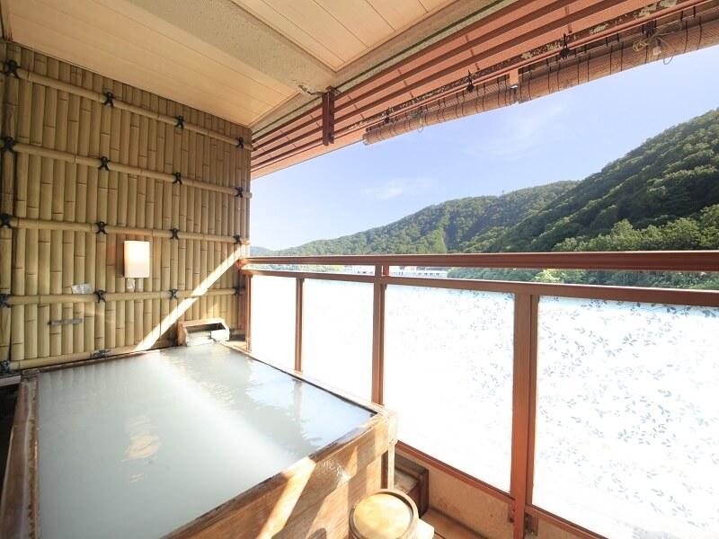硫黄泉かけ流しの客室露天風呂が魅力!