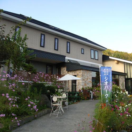 洞爺湖畔にある素朴な温泉宿。泉質は日本百銘湯にも選べれております。