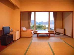 洞爺湖と羊蹄山を望む絶好のロケーションが味わえるお部屋