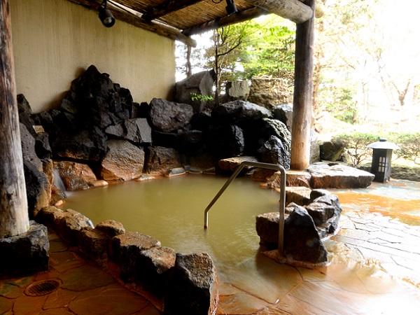 【地下1階月の湯】和風庭園の雰囲気が漂う