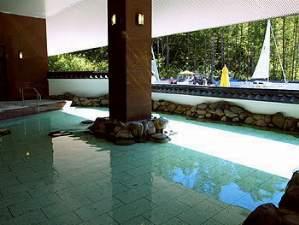 広く美しい温泉が心と体の疲れを癒します。