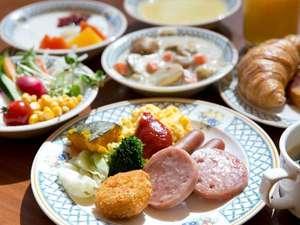 朝食バイキング。朝からお腹一杯お召し上がりください