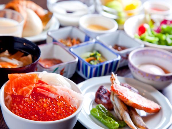 いくら盛り放題のお好み海鮮丼など新鮮な海鮮が楽しめる人気の朝食