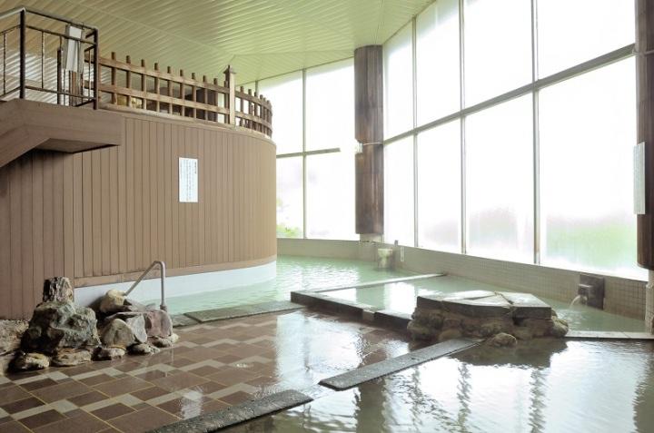 低温・中温・高温に分かれた3タイプの温泉浴槽