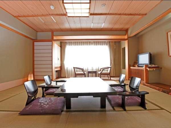 安らぎを大切にした和室は、函館山を一望できるお部屋もある