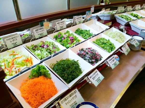 近郊農家のとれたて野菜が並ぶ、サラダコーナーが豊富な朝食