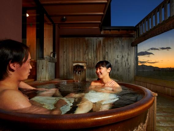 二人だけのプライベート空間を満喫できる貸切露天風呂も(別料金)