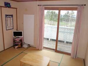 畳でゆっくりと寛げる和室
