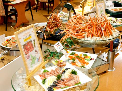 近海の刺身や蟹などの北海道らしい食材を活かした和洋中50品バイキング
