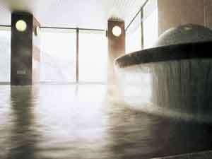 大浴場のパノラマガラス越しには、層雲峡の風景を望めます。