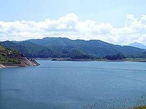 大雪湖:昭和50年に完成した巨大なダム湖です。 周辺スポット