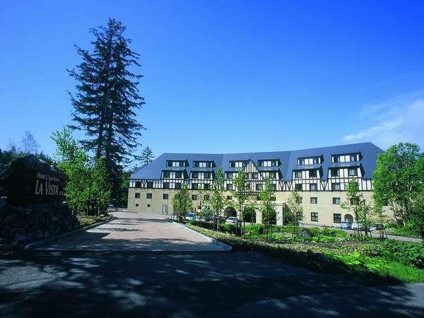 大雪山旭岳の美しい四季を望む、味わい深い山荘風リゾートホテル