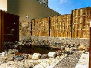 【露天風呂】新鮮な空気を肌に受け露天風呂でリラックス