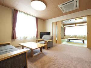 十勝川を見下ろす和室と、広々とした応接室の2間続きの特別室です。