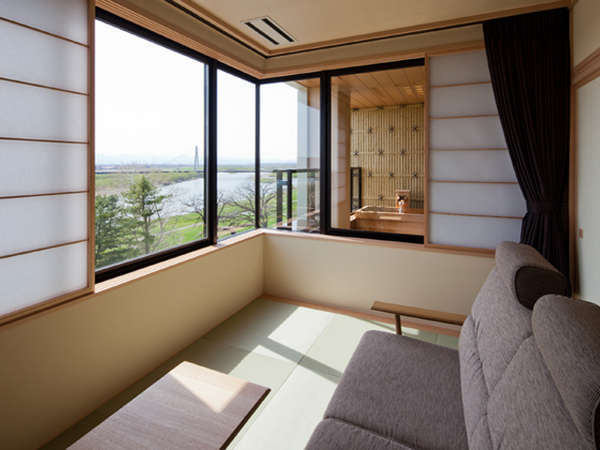 プライベートな露天風呂からの景色は絶景。※客室により浴槽の材質や一部調