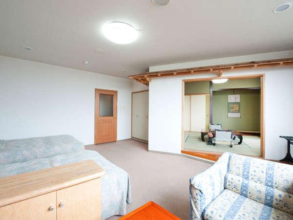 8畳+ツインベッドルーム。(和洋室はお部屋ごとに間取りが異なります)