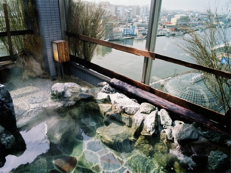 最上階には太平洋も一望できる露天風呂もある天然温泉大浴場を完備