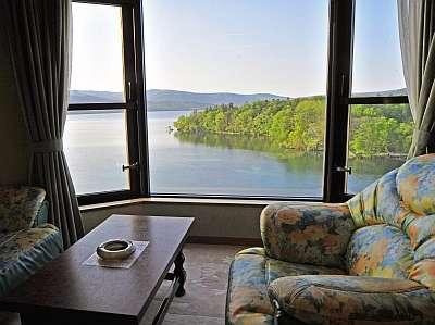シャングリラ館 阿寒湖に面した湖側客室からの眺めはおすすめ