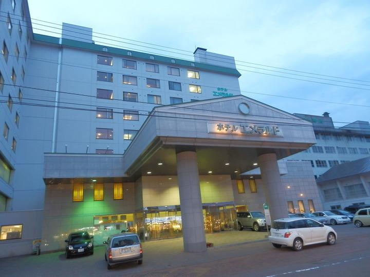 レストランからは阿寒湖を一望できる9階建のリゾートホテル