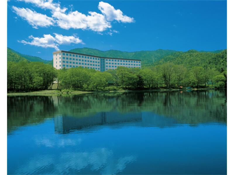 湖と白鳥のリゾート、屈斜路湖を一望する温泉旅館