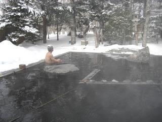 冬には雪見露天風呂も楽しめます